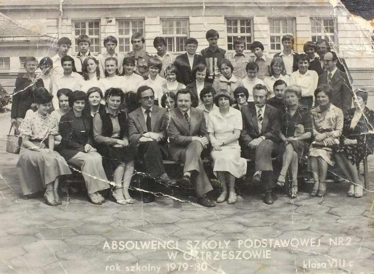 Absolwenci Szkoły Podstawowej nr 2 w Ostrzeszowie. Rok szkolny 1979-80, klasa VI..., stare zdjęcia -