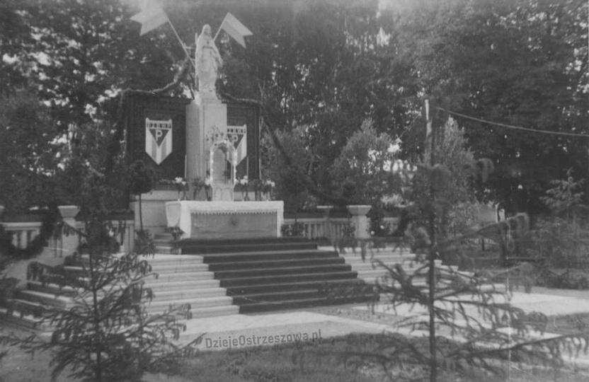 Pomnik Matki Boskiej, zbudowany w 1946 roku, jako wyraz wdzięczności mieszkańców..., stare zdjęcia -