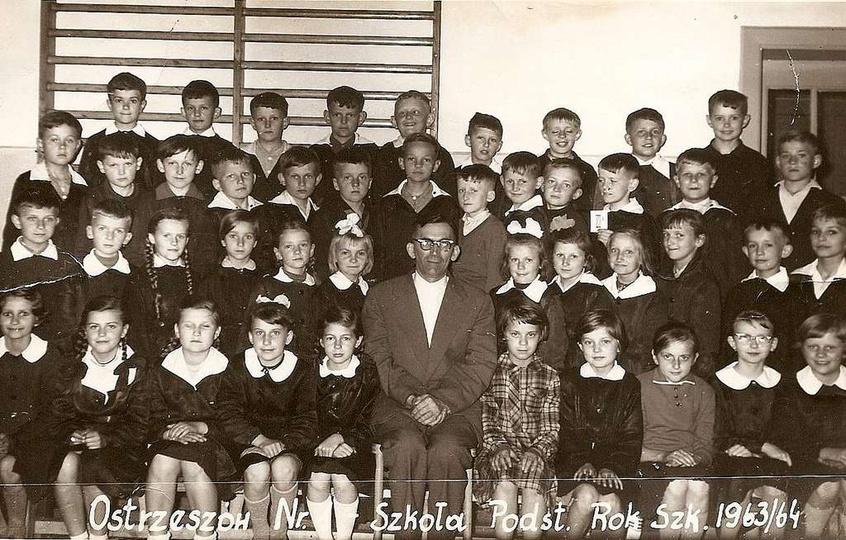 Szkoła Podstawowa nr 1 (w starym budynku). Rok szkolny 1963/64, wychowawca Jan K..., stare zdjęcia -