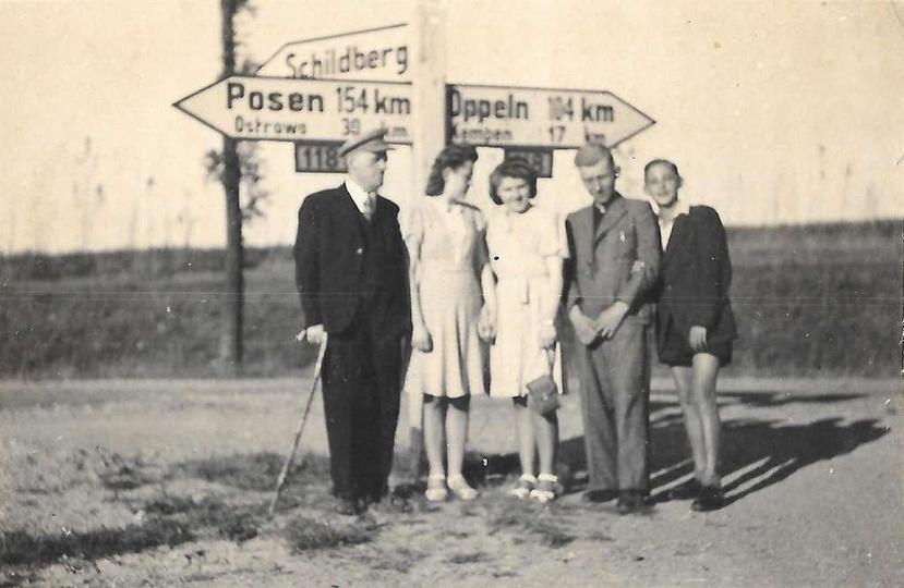"""Skrzyżowanie dzisiejszej ulicy Sikorskiego z """"autostradą"""" (DK11). Lata okupacji ..., stare zdjęcia -"""