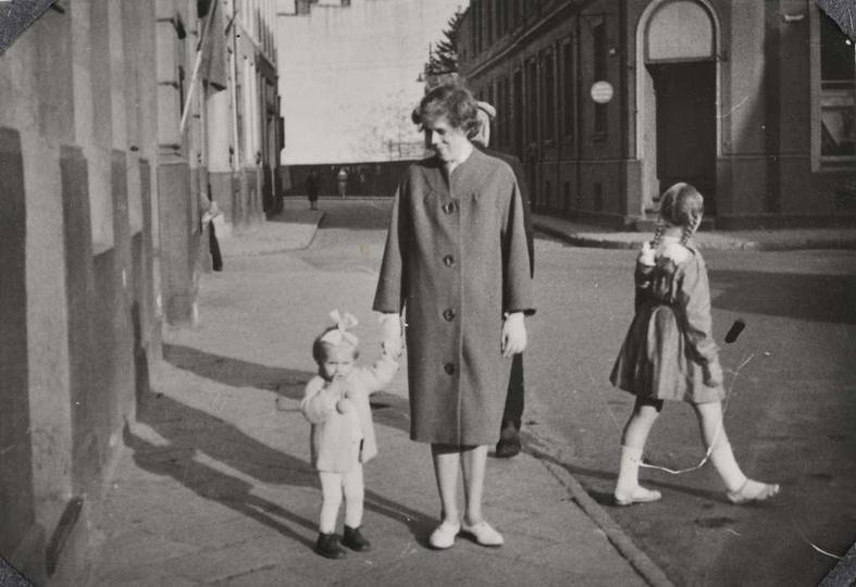 Fragment rynku z lat siedemdziesiątych z widokiem na ówczesną ulicę Armii Czerwo..., stare zdjęcia -