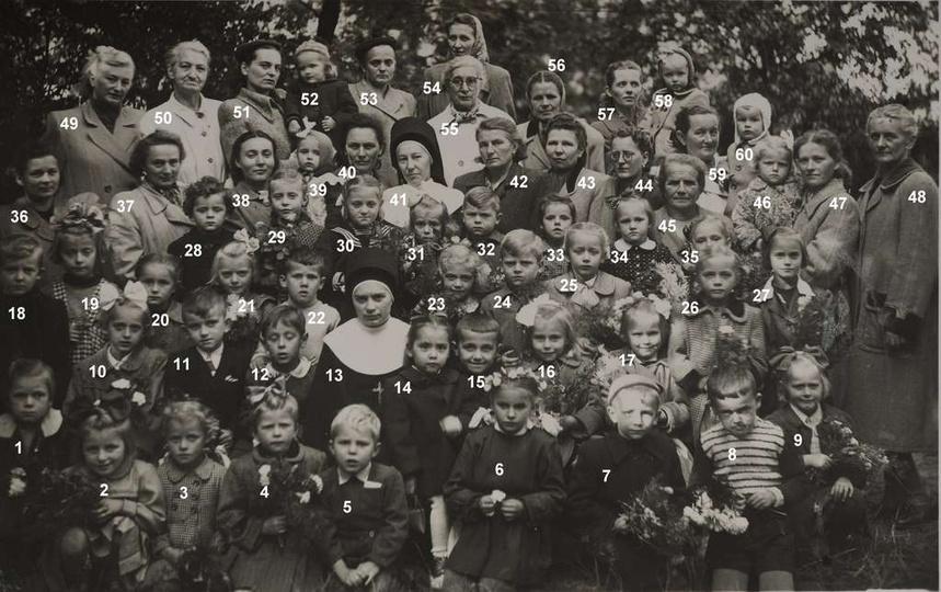 Przedszkole Sióstr Nazaretanek w Ostrzeszowie, prawdopodobnie rok 1954. 1-Danut..., stare zdjęcia -