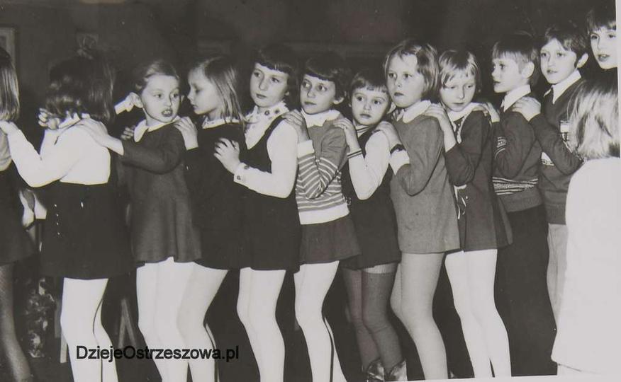 25 styczeń 1975 rok. Choinka noworoczna dla dzieci członków Związku Zawodowego P..., stare zdjęcia -