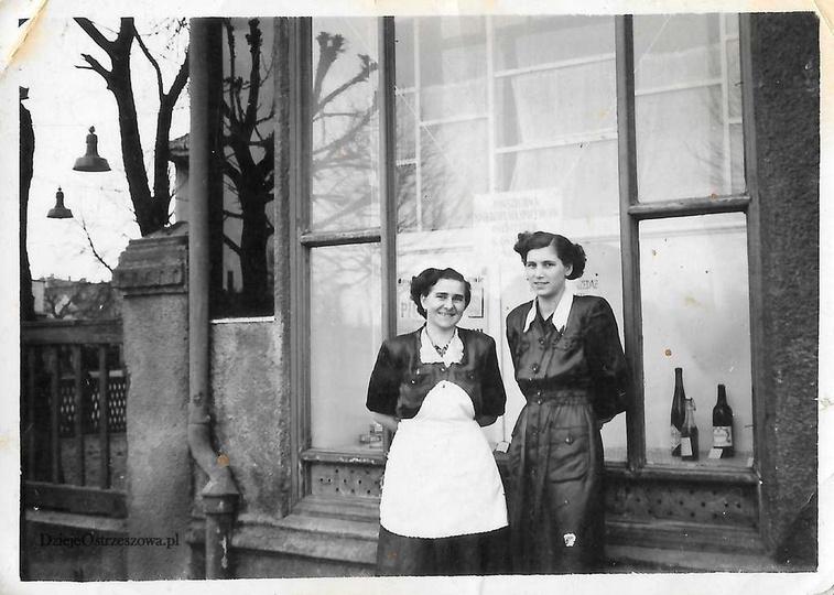 Rok 1952, przed restauracją POD BASZTĄ, przy ulicy Boh. Stalingradu (Zamkowa), s..., stare zdjęcia -
