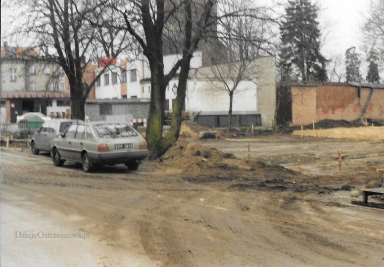 Budowa parkingu przy ulicy Kaliskiej. Rok 2000. Ze zbiorów Andrzeja Nowackiego., stare zdjęcia -
