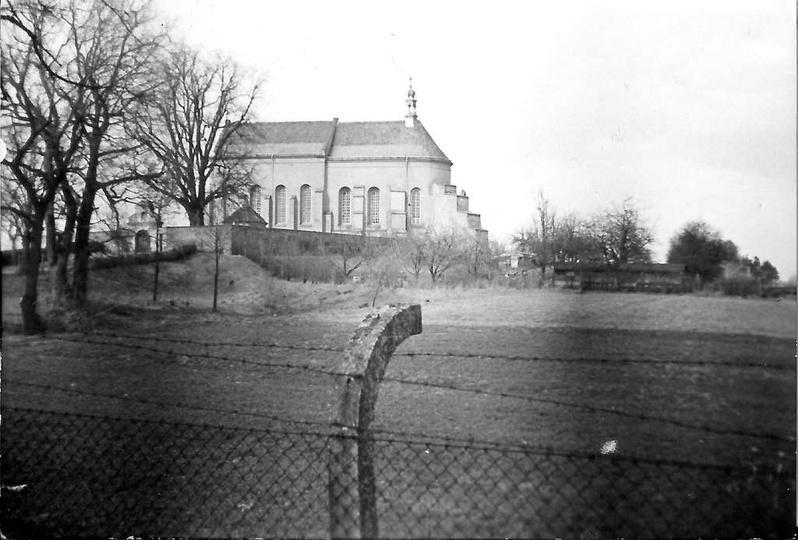 Pobernardyński Zespół Klasztorny w Ostrzeszowie. Widok z alejek na przyklasztor..., stare zdjęcia -