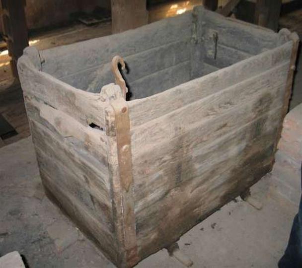 Wózek w którym transpotrowano węgiel do pieca, stare zdjęcia -