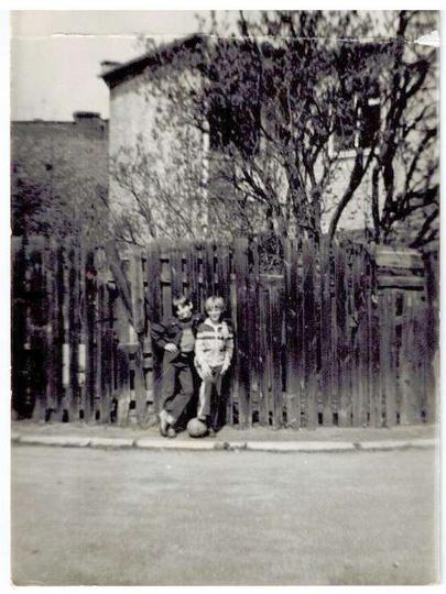 Fragment placu Stawek, przełom lat 70 i 80-tych. Na placu wylany jest już asfalt..., stare zdjęcia -