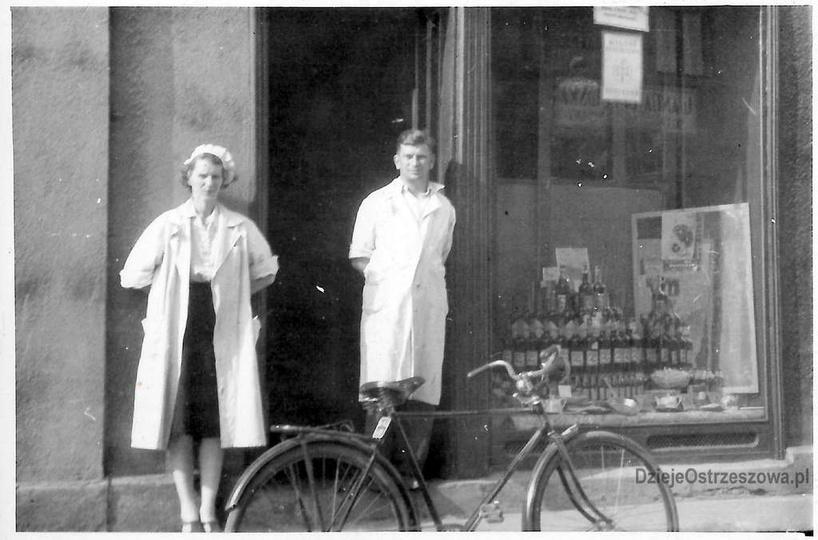 Plac Kazimierza, lata 60-te(?) i legendarny już sklep spożywczo-przemysłowy Jana..., stare zdjęcia -