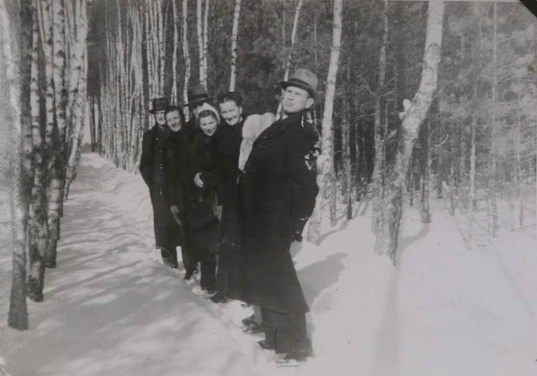 Brzozowa alejka za górką klasztorną w zimowej odsłonie. Obowiązkowy punkt niedzi..., stare zdjęcia -