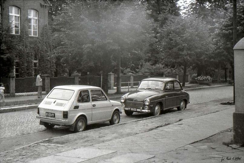 Rok 1976, ul. Bohaterów Stalingradu (Zamkowa). Naprzeciwko przychodni zdrowia za..., stare zdjęcia -
