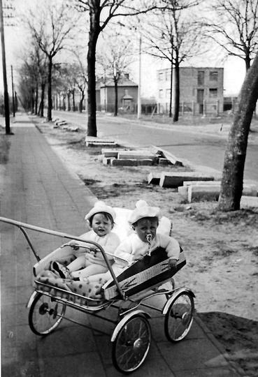 Rok 1970, remont ulicy Boh. Stalingradu (Zamkowej). Zdjęcie zrobiono na wysokośc... -