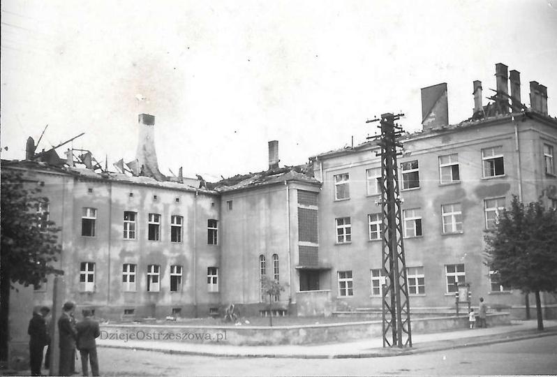 Szkoła Drzewna (obecnie ZSZ nr 1) po pożarze w 1963 roku. , stare zdjęcia -