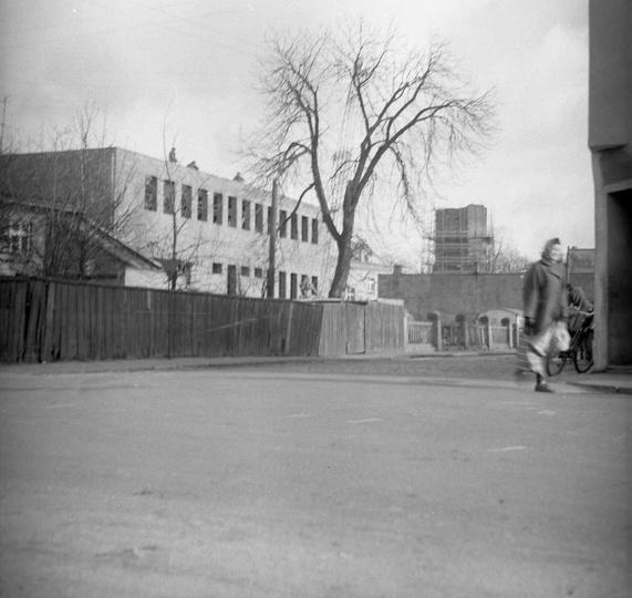 Rok 1971, budowa Powiatowego Domu Kultury i remont baszty. Zdj. Cz. Bojszczak., stare zdjęcia -