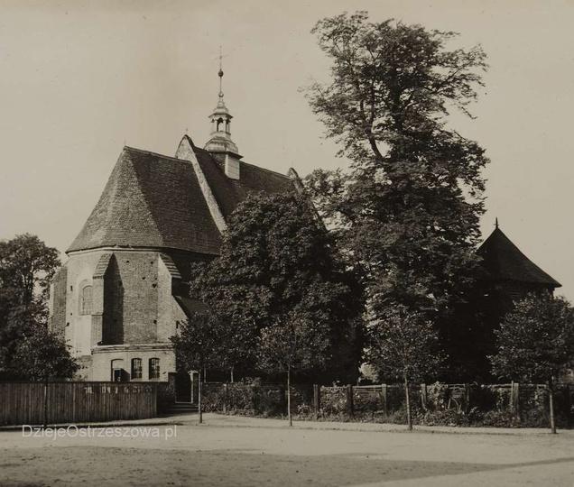 Połowa lat trzydziestych, kościół farny i fragment placu Kazimierza. Ze zbiorów..., stare zdjęcia -