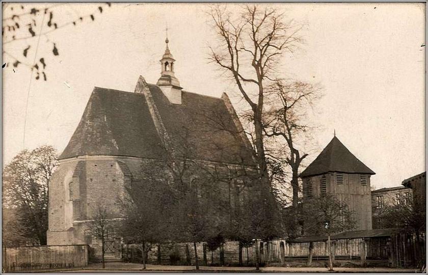 Kościół farny od placu Kazimierza. Wczesne lata pięćdziesiąte, chociaż niewykluc..., stare zdjęcia -