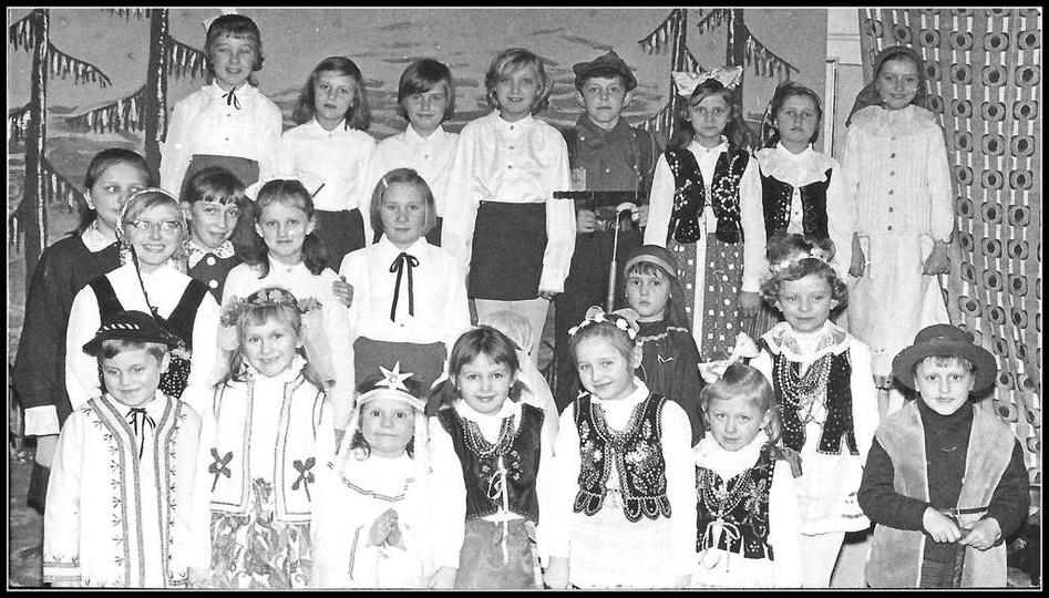 Jasełka, początek lat siedemdziesiątych. Zdjęcie wykonano prawdopodobnie na salk... -