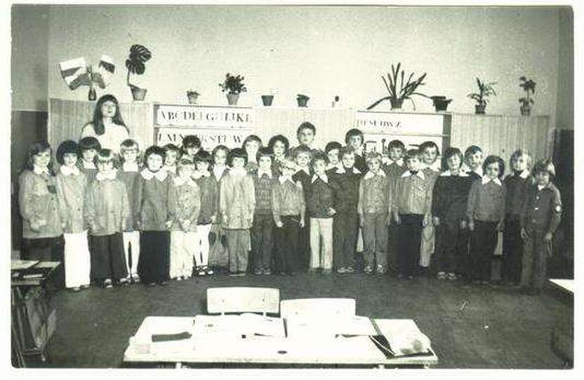 SP nr 2 w Ostrzeszowie - kl. Ia w 1978r - wychowawczyni p.Pisulla - ludzie urodz..., stare zdjęcia -