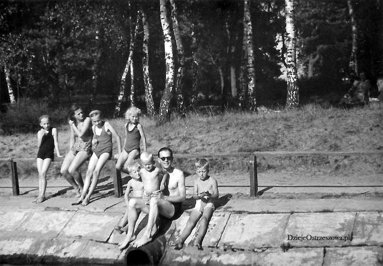 Początek lat pięćdziesiątych. Ostrzeszowski basen jeszcze przed remontem, dobrze..., stare zdjęcia -