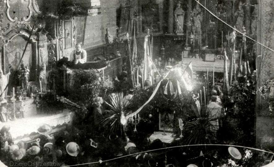 Rok 1917, kościół farny, uroczyste nabożeństwo z okazji odsłonięcia pomnika Tade..., stare zdjęcia -