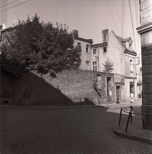 Zbieg ulicy Powstańców Wielkopolskich i Bohaterów Stalingradu. Widoczny mur to r..., stare zdjęcia -