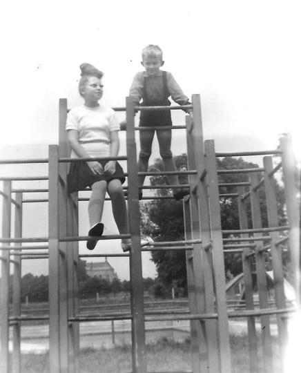 Początek lat sześćdziesiątych, plac zabaw przy ulicy Boh. Stalingradu (obecnie Z..., stare zdjęcia -