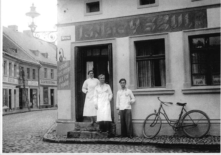 Lata trzydzieste, kamienica przy ulicy Krakowskiej (Sikorskiego) I Okrężnej, zna..., stare zdjęcia -