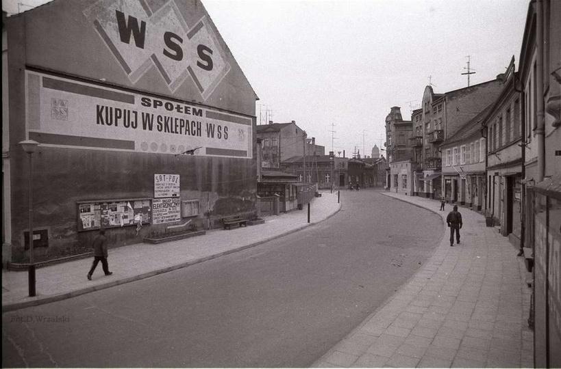 Rok 1991, ulica Gen. Sikorskiego. Był to czas gwałtownych przemian społeczno-gos..., stare zdjęcia -
