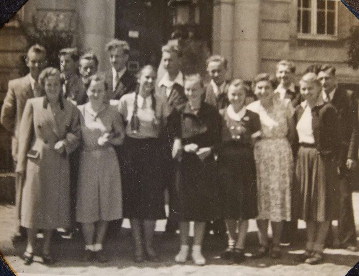 Rok 1953 drudzy maturzyści Państwowego Liceum Ogólnokształcącego po ogłoszeniu w..., stare zdjęcia -