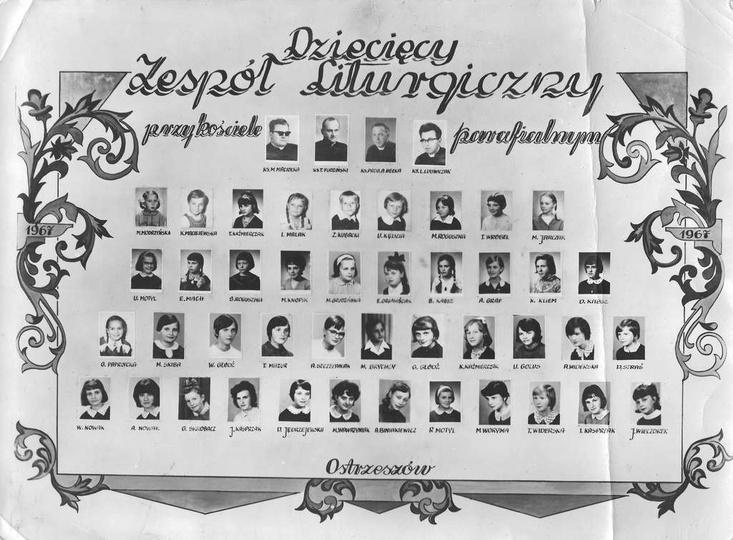 Rok 1967. Dziecięcy Zespół Liturgiczny przy kościele parafialnym. Piszcie jeżel..., stare zdjęcia -