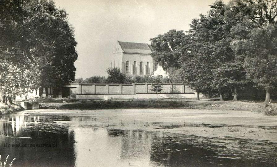 Lata sześćdziesiąte, alejki i przyklasztorny staw., stare zdjęcia -