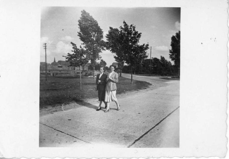"""Skrzyżowanie ul. Piastowskiej i """"Autostrady"""", lipiec 1957 r. Zaraz przy skrzyżow..., stare zdjęcia -"""