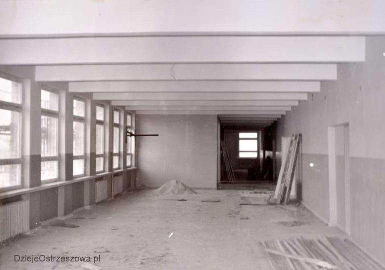 Szkoła Podstawowa nr 1. Rok 1964, budowa szkoły, wewnętrzne roboty wykończeniow..., stare zdjęcia -