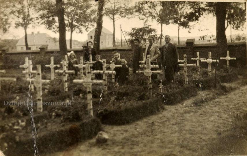 Zdjęcie zrobiono prawdopodobnie krótko po lub w czasie okupacji niemieckiej. Cie... -