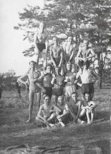 Koniec lat trzydziestych. Młodzi, przystojni i wysportowani czyli chłopacy do w..., stare zdjęcia -