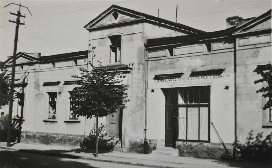 Dom państwa Sobczaków przy ulicy Sikorskiego 7. Na poczatku lat pięćdziesiątych ..., stare zdjęcia -