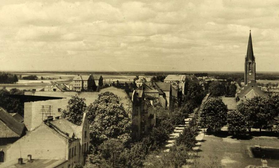 Widok z baszty na ul Zamkową (Adolf Hitler Straße),czasów drugiej wojny.Po lewej..., stare zdjęcia -
