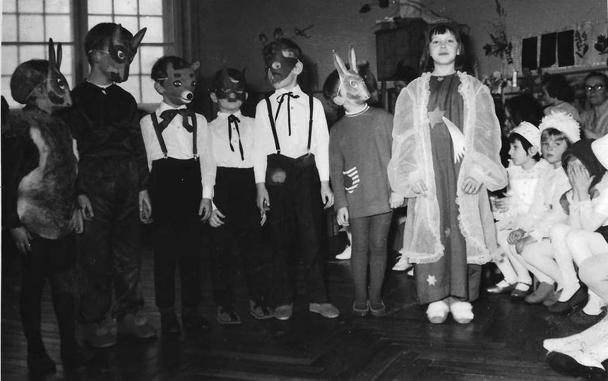 Ok. 1973 roku, zabawa świąteczna w Przedszkolu nr 1 przy ulicy Kościuszki (obecn..., stare zdjęcia -