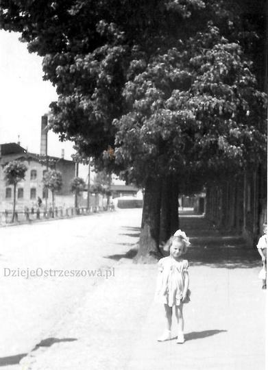 Koniec lat pięćdziesiątych, plac Borek. Po prawej tzw. Sala Hendrykowskiego prze..., stare zdjęcia -