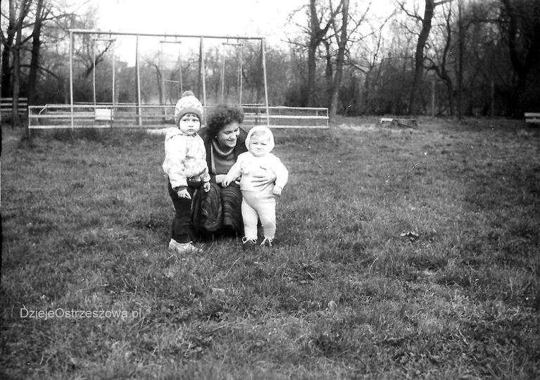 Początek lat osiemdziesiątych, ogródki dziecięce przy świetlicy TPD. Ze zbiorów..., stare zdjęcia -