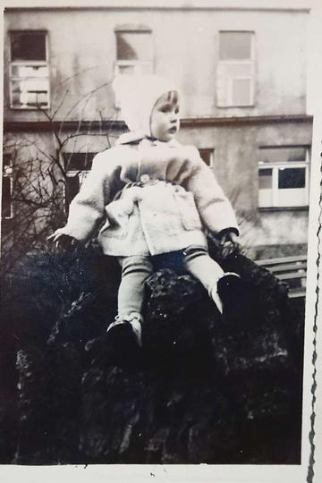 Rok 1966. Ulica Dworcowa, w tle widoczna stara przychodnia kolejowa. Na obelisk..., stare zdjęcia -