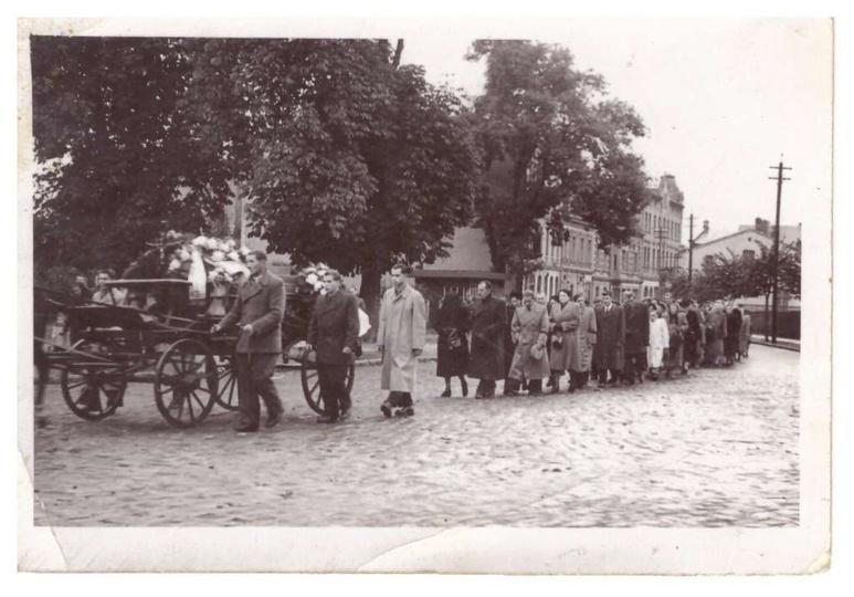 kolejna fotografia z pogrzebu widać na niej ul. Tadeusza Kościuszki i miejsce dz..., stare zdjęcia -