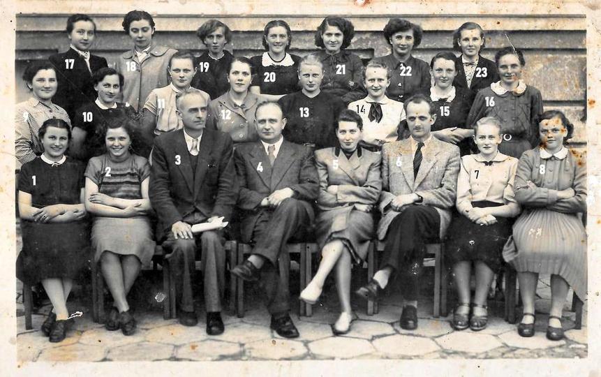 24.05.1955 rok, uczestniczki i wykładowcy kursu kroju i szycia, który odbył się ..., stare zdjęcia -