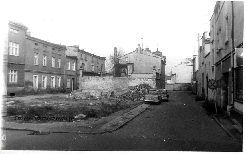 Połowa lat osiemdziesiątych, widok od strony Stawku na ulicę Strumykową. Wyjątko..., stare zdjęcia -