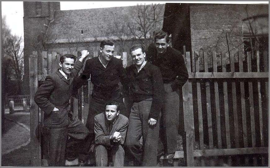 Uczniowie gimnazjum salezjańskiego (obecnie LO), koniec lat 40-tych. Pierwszy z ..., stare zdjęcia -