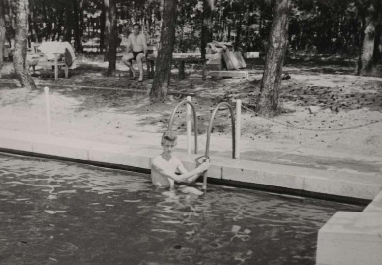 Ostrzeszowski basen już po remoncie, koniec lat pięćdziesiątych. W wodzie Narcyz..., stare zdjęcia -