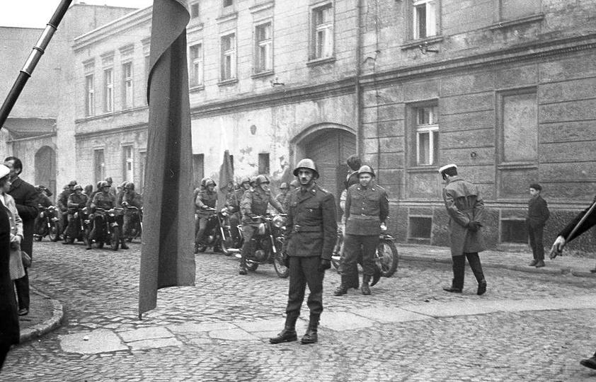 To nie 13 grudnia i stan wojenny w  Ostrzeszowie ale rok 1970 i ulica Kaliska (p..., stare zdjęcia -
