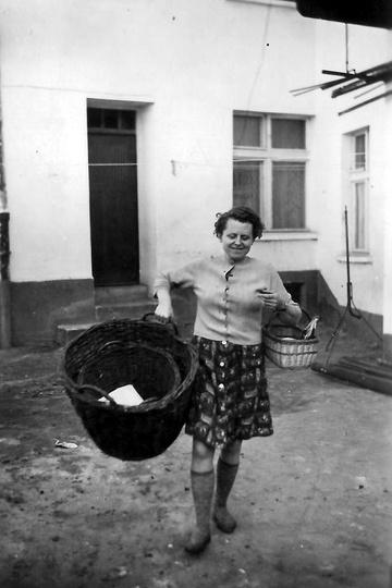 Dzisiaj (04.07.2021) miałaby 100 lat. Legendarna  Pani Czesia, historia ostrzesz..., stare zdjęcia -