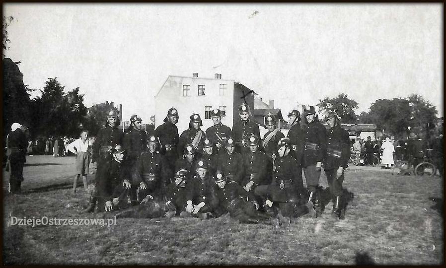 Ostrzeszowska Ochotnicza Straż Pożarna, rok 1932, krzyżykiem oznaczony został Jó..., stare zdjęcia -