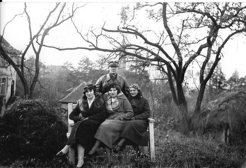 Rok ok. 1933, zdjęcie zrobiono na terenie baszty z widokiem na kościół Chrystusa... -